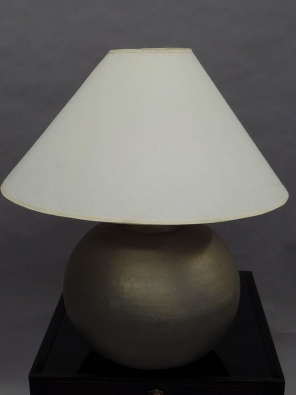 Pair of French Mid-Century Modern Hand-Hammered and Matte Nickel Table Lamps In Good Condition For Sale In New York, NY