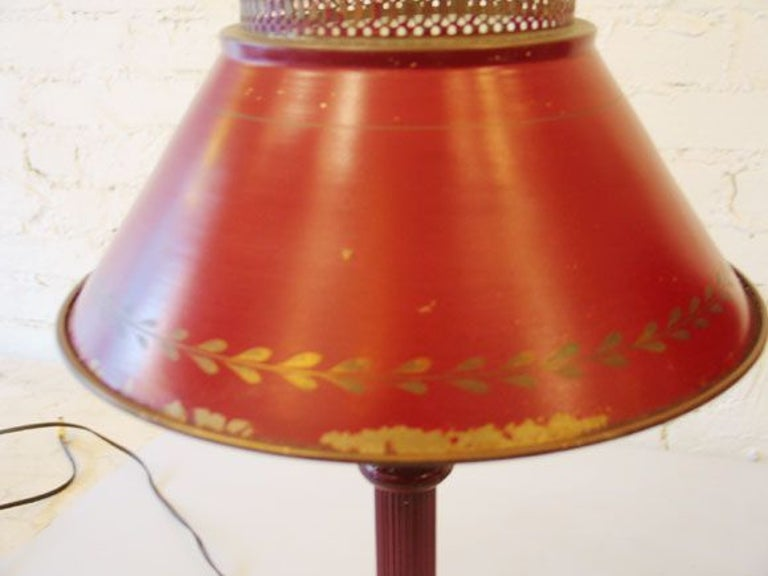 Classic Pair of French Red Painted Tole 'Tin' Table Lamps, France, circa 1930 In Good Condition For Sale In New York, NY
