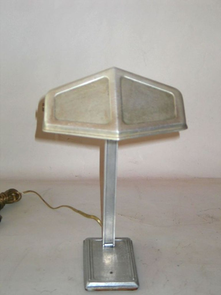 Pair of French Early Modern Aluminum Desk Lamps by Pirette, 1920-1930 In Good Condition For Sale In New York, NY