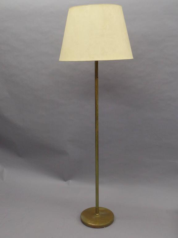Large, elegant, sober pair of French Mid-Century Modern solid brass standing lamps with pure, modern lines and delicately fluted.   Shades are for demonstration purposes only.  References: Maison Jansen, Ramsay