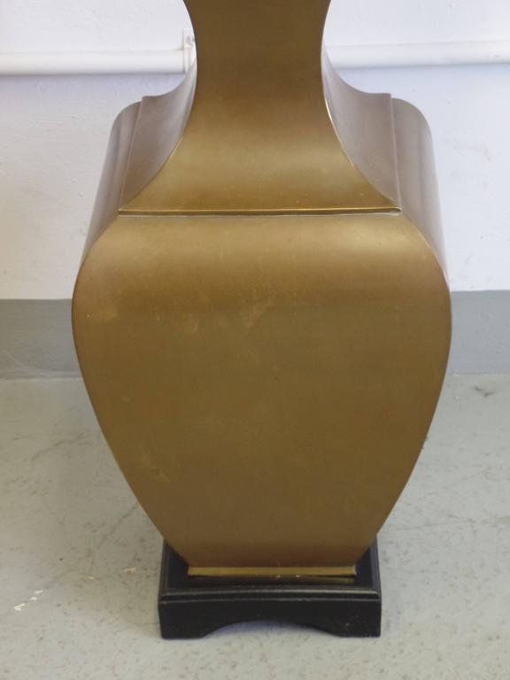 Pair of Large French Mid-Century Modern Neoclassical Brass Table Lamps For Sale 3