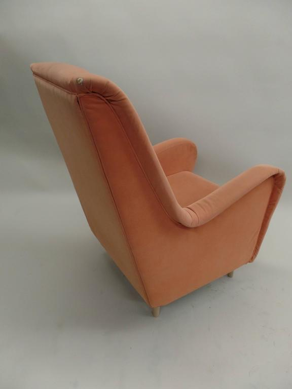 20th Century Pair of Italian Mid-Century Modern Wing Back Lounge Chairs by Paolo Buffa For Sale