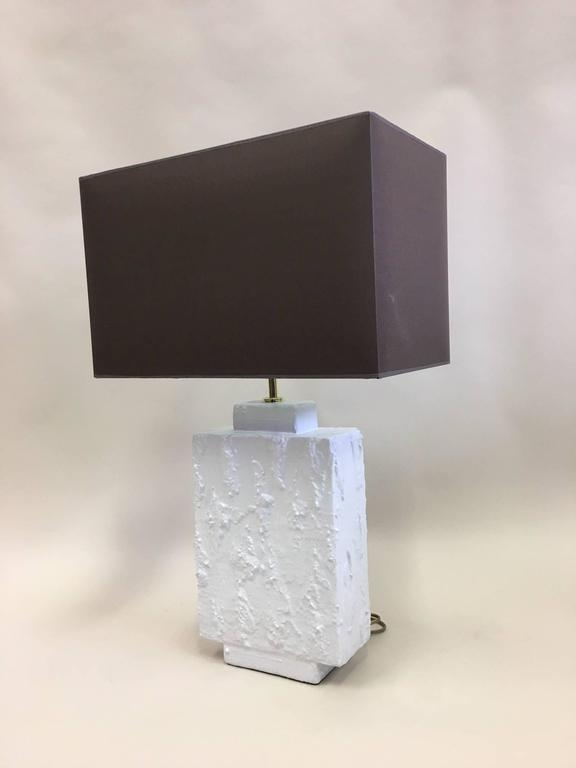 Pair French Mid-Century Modern Plaster & Gesso Table Lamps, Style of Giacometti In Excellent Condition For Sale In New York, NY