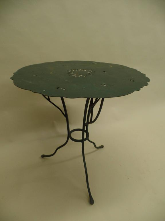 Mid-Century Modern Pair of French Mid-Century Wrought Iron Side Tables in the Style of Giacometti For Sale