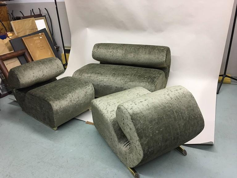 Pair of Italian Mid-Century Modern Curvilinear Lounge Chairs, 1970 For Sale 5