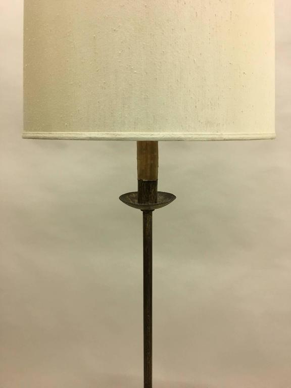 Sculptural French, 1940s Gilt Iron Floor Lamp with Integrated Gueridon In Good Condition For Sale In New York, NY