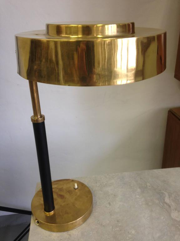 Pair of English elegant late Art Deco / modernist table lamps in solid brass with leather wrapped stems from a British luxury ship, circa 1930.
