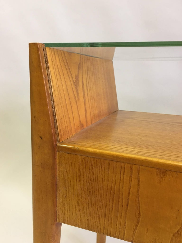 Pair of Italian Modern Side Tables / Nightstands Attributed to Gio Ponti, 1954 In Good Condition For Sale In New York, NY
