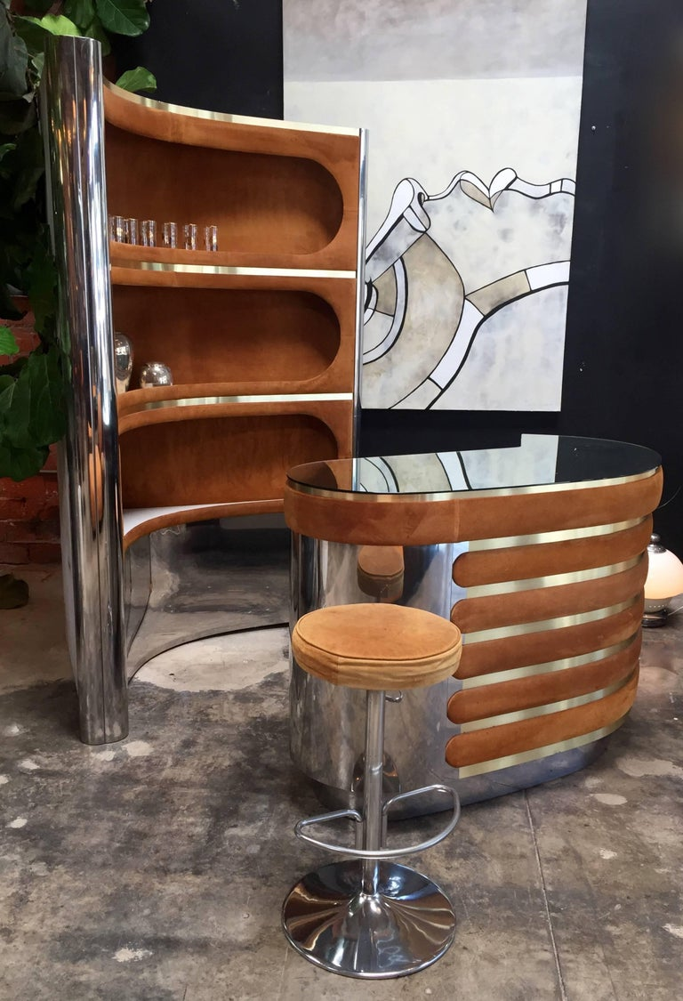 This cocktail bar is designed by Willy Rizzo in the 1970s. His cocktail and bar designs are among his most prolific and therefore most wanted objects. This particular piece is exemplary for the glamorous style that Rizzo is known for. The set