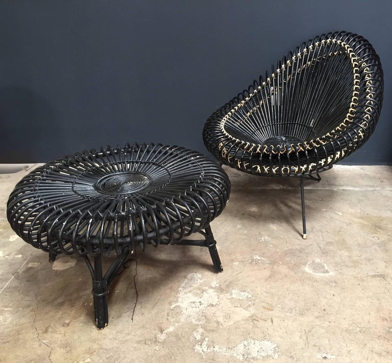 This basketware lounge chair with the coffee table dated 1955 is in excellent original condition, designed by Janine Abraham and Dirk Jan Rol. The elegant basket seat shell is held by black lacquered steel frame. Manufactured by Edition