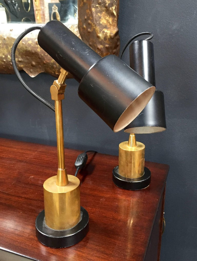 Pair of Original Brass and Black Stilnovo Table Lamps, Italy, 1950s In Good Condition For Sale In Los Angeles, CA