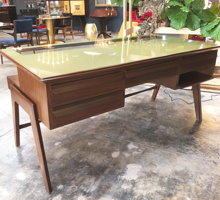 Rare Italian Executive Desk with Floating Glass Top by Vittorio Dassi, 1950s For Sale 1