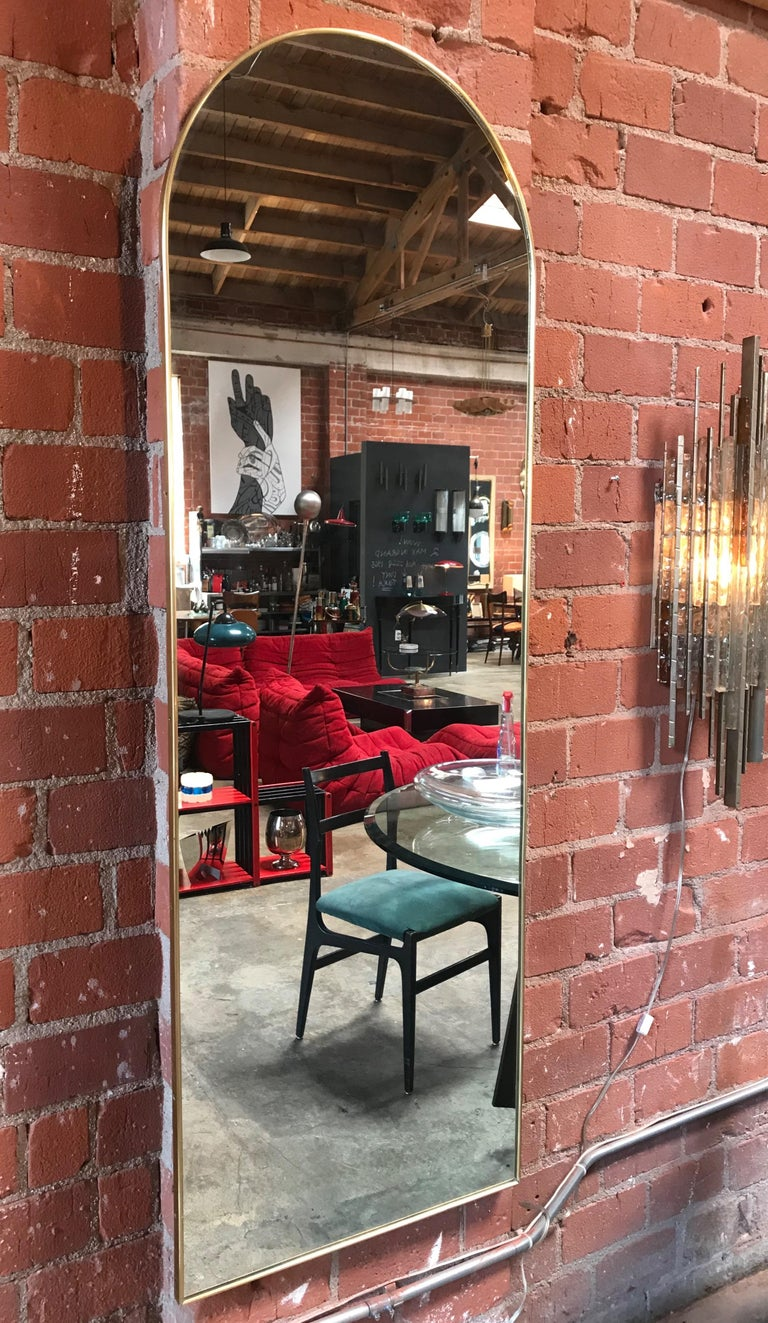 Italian Vintage Arched Shaped Brass Wall Mirror, 1950s In Excellent Condition For Sale In Los Angeles, CA