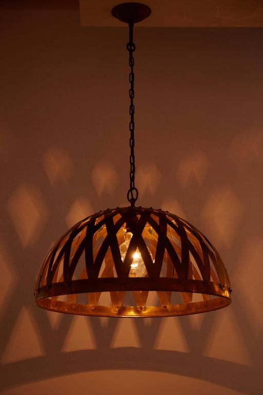 Handmade hammered and woven Italian brass chandelier made in Italy, circa 1970s. Original canopy. Wired for US junction boxes. Takes one E27 100w maximum bulb. Overall drop can be adjusted.