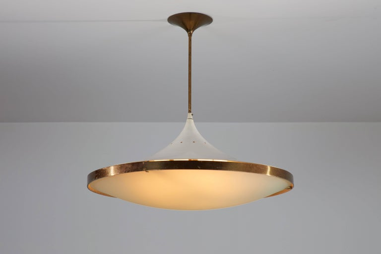 Model 2064 chandelier by Max Ingrand for Fontana Arte designed in Italy, 1955. Polished brass, lacquered metal, curved satin crystal diffuser. Wired for US junction boxes. Original canopy. Takes one E27 75w maximum bulb. Literature: Quaderni Fontana