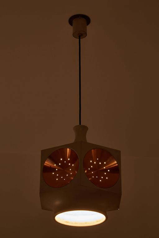 Model 1255 hexagonal shaped pendant. Made in Italy, circa 1960s. Perforated brushed copper inserts and painted metal. Wired for US junction boxes. Custom backplate for canopy. Overall drop can be adjusted. Takes one E27 75w maximum bulb.