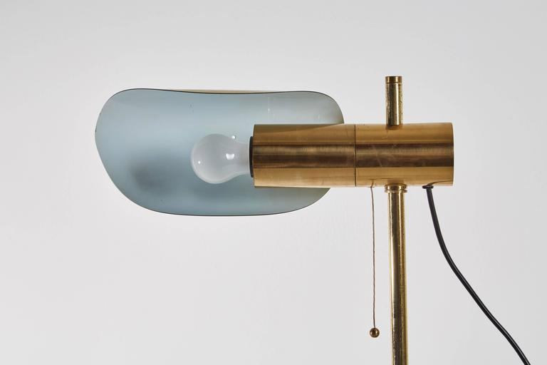 1950s Brass and Marble Italian Table Lamp with Pivoting Shade For Sale 3