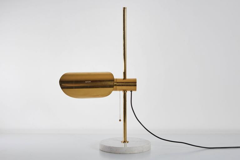 1950s Brass and Marble Italian Table Lamp with Pivoting Shade For Sale 2