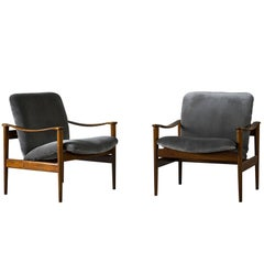 Fredrik Kayser Pair of Easy Chairs in Mahogany and Suede, 1950s