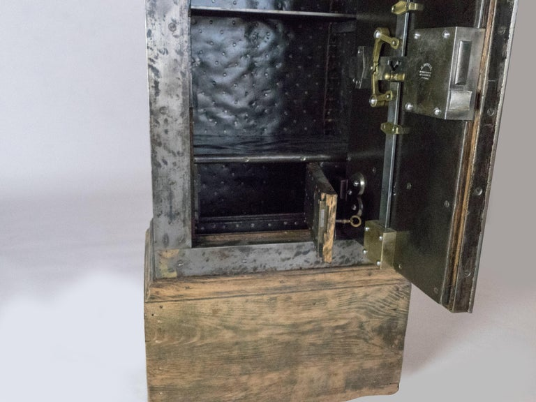 French Steel Safe by H. Dorval For Sale 2
