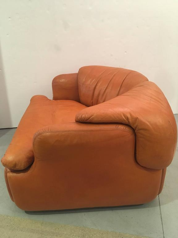 Single Confidential Armchair In Good Condition For Sale In Los Angeles, CA