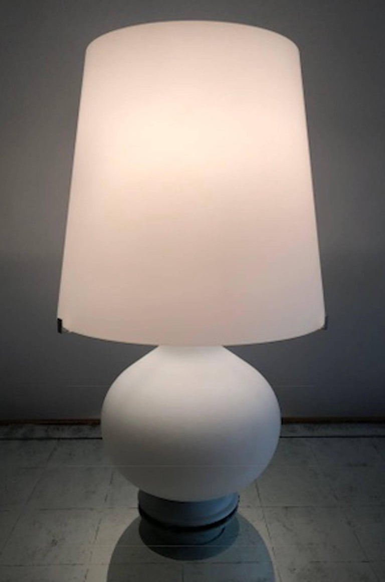 Fontana Arte glass lamp, model small size: model #1853. Designed in 1954 by Max Ingrand. Illuminate the top, bottom or both.