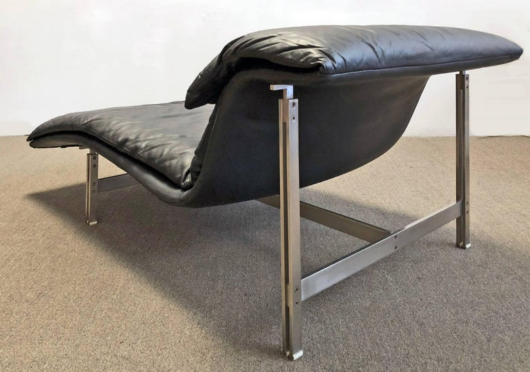 Hand-Crafted Saporiti Italia Chaise Lounge For Sale