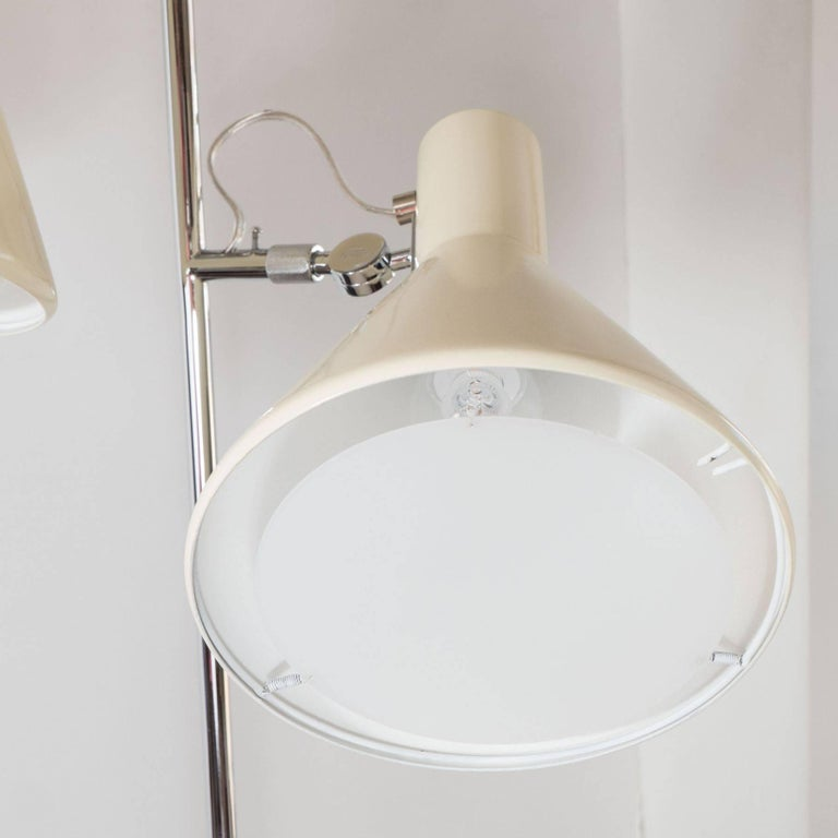 Early Stilnovo Floor Lamp in Cream with Three Lights, Italy, circa 1950 In Good Condition For Sale In New York, NY