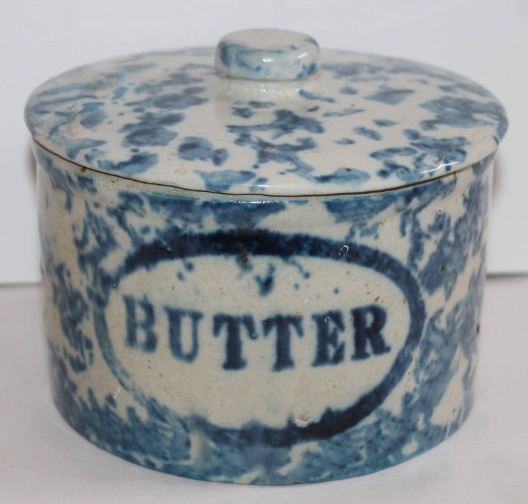 Collection of Three 19th Century Sponge Ware Pottery Butter Crocks In Good Condition For Sale In Los Angeles, CA