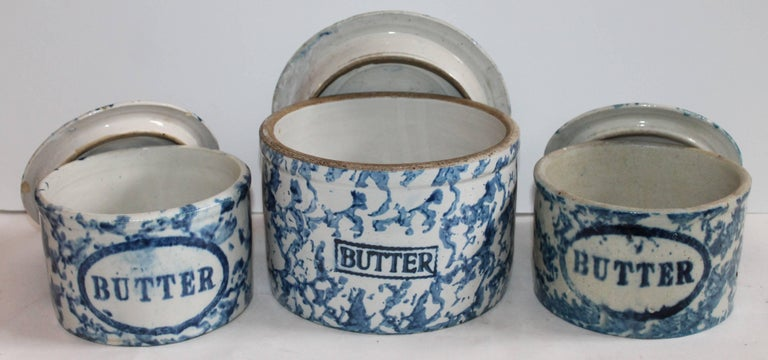 Country Collection of Three 19th Century Sponge Ware Pottery Butter Crocks For Sale