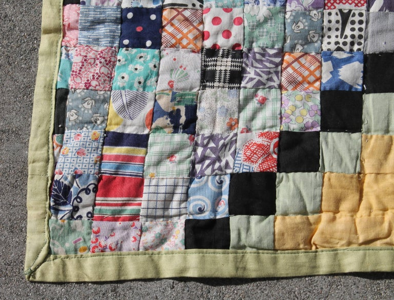 Country Quilt in Postage Stamp Chain For Sale