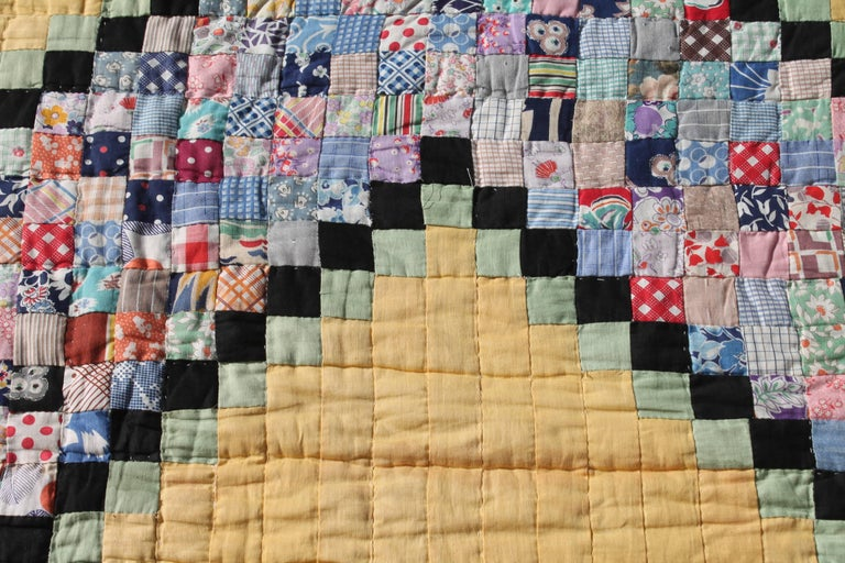 American Quilt in Postage Stamp Chain For Sale