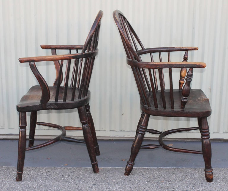 Windsor Chairs, Early 19th Century English Assembled Collection / 4 In Distressed Condition For Sale In Los Angeles, CA