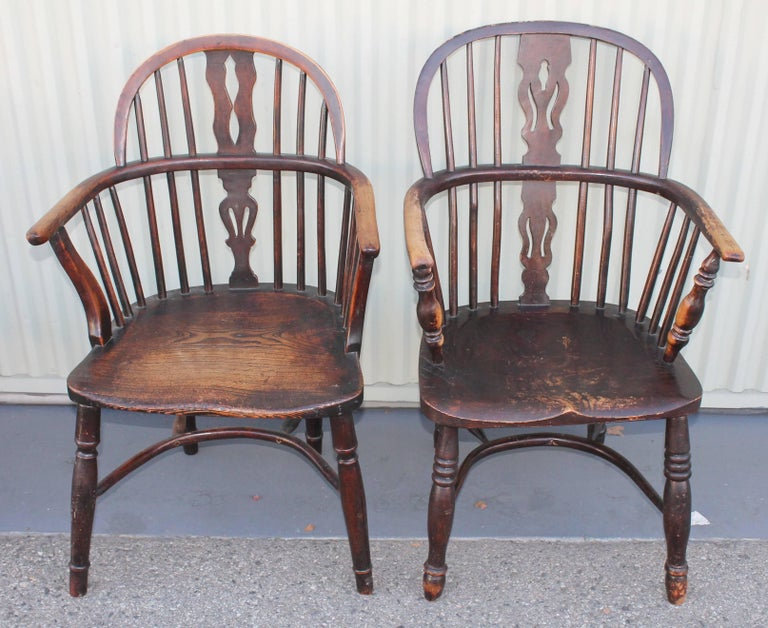 Hand-Crafted Windsor Chairs, Early 19th Century English Assembled Collection / 4 For Sale