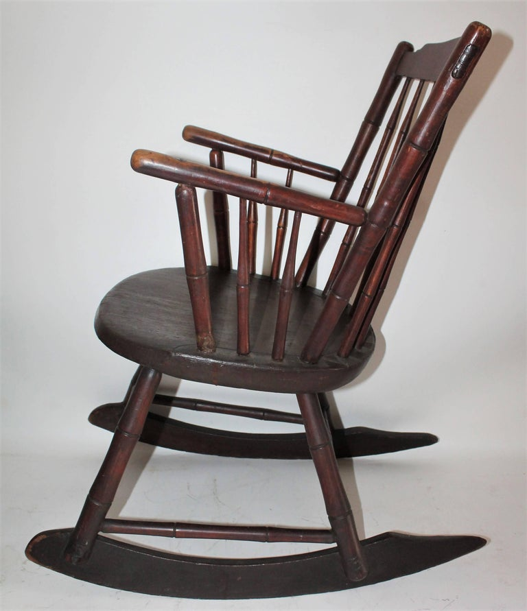 19th Century Windsor Rocking Chair Original Surface In Excellent Condition For Sale In Los Angeles, CA