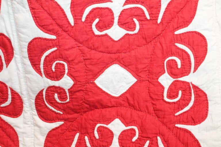 19th Century Red & White Quilt with Hearts Suround In Excellent Condition For Sale In Los Angeles, CA