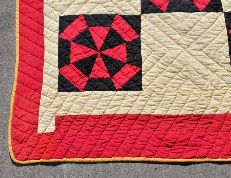 Amish Quilt in Pinwheel Pattern In Excellent Condition For Sale In Los Angeles, CA