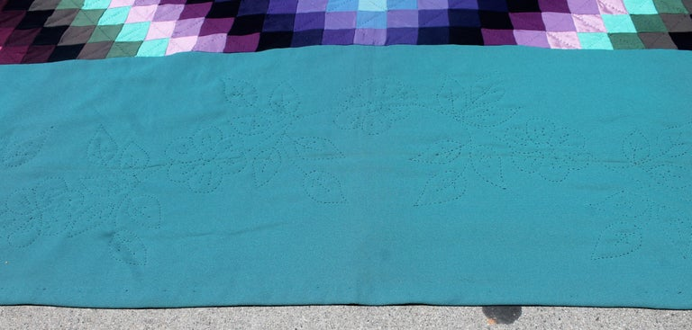 20th Century Amish Sunshine and Shadow Quilt from Lancaster, Pennsylvania For Sale 1