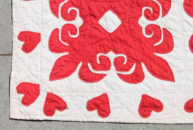 Cotton 19th Century Red & White Quilt with Hearts Suround For Sale