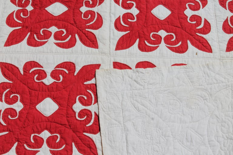 19th Century Red & White Quilt with Hearts Suround For Sale 5