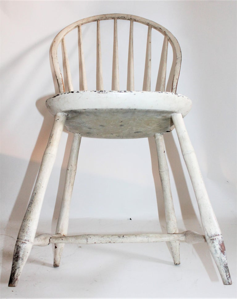 Antique Windsor Chair in Original White Painted Surface In Good Condition For Sale In Los Angeles, CA