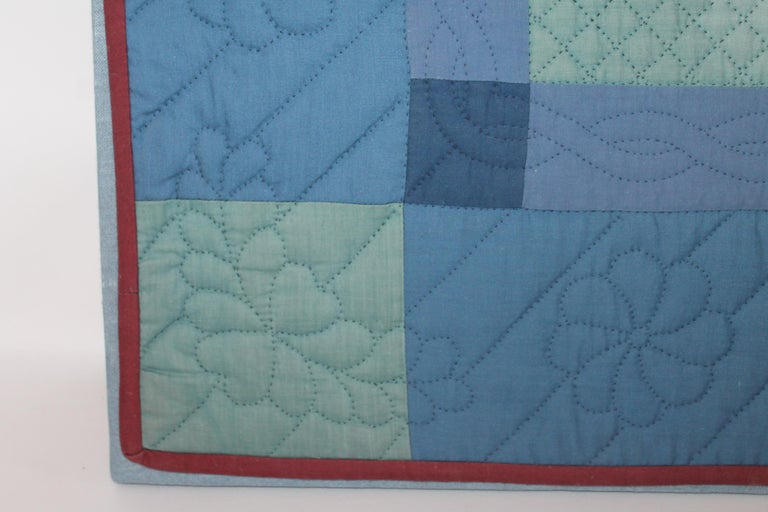 Antique Quilts, Amish Crib Quilt Mounted In Good Condition For Sale In Los Angeles, CA
