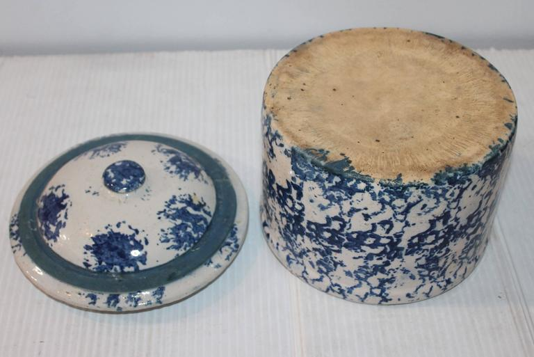 Country 19th Century Rare Sponge Ware Butter or Salt Crock with Lid For Sale