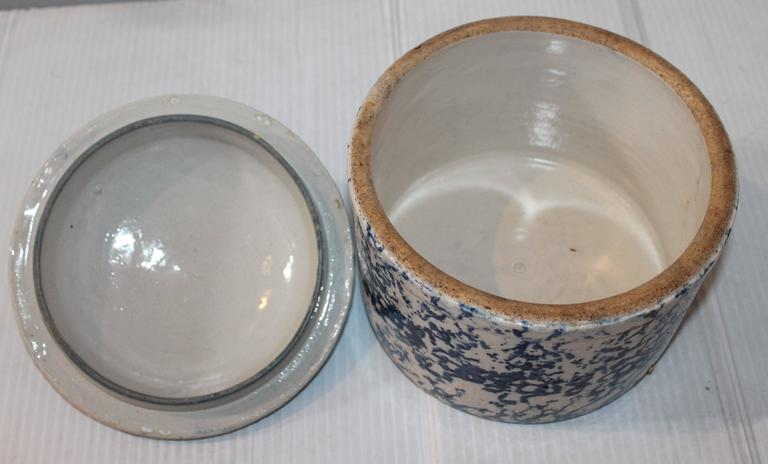 American 19th Century Rare Sponge Ware Butter or Salt Crock with Lid For Sale