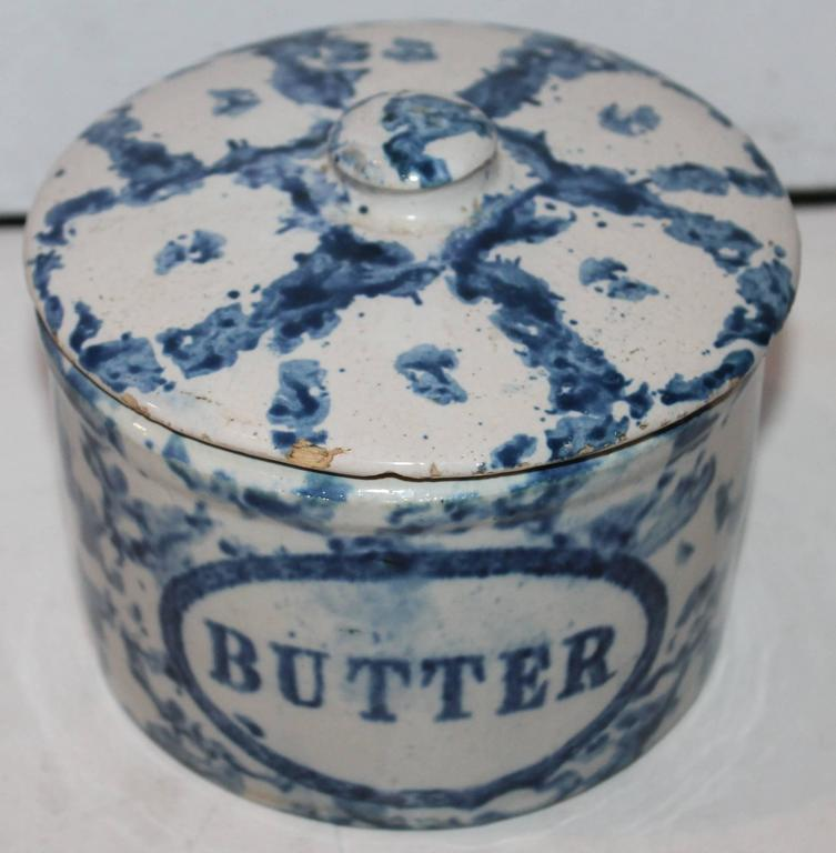 This is a fine example of unusual hard to find spongeware pottery. This is a rare sponge butter crock with the original lid. There are very minor rim chips in the lid back.