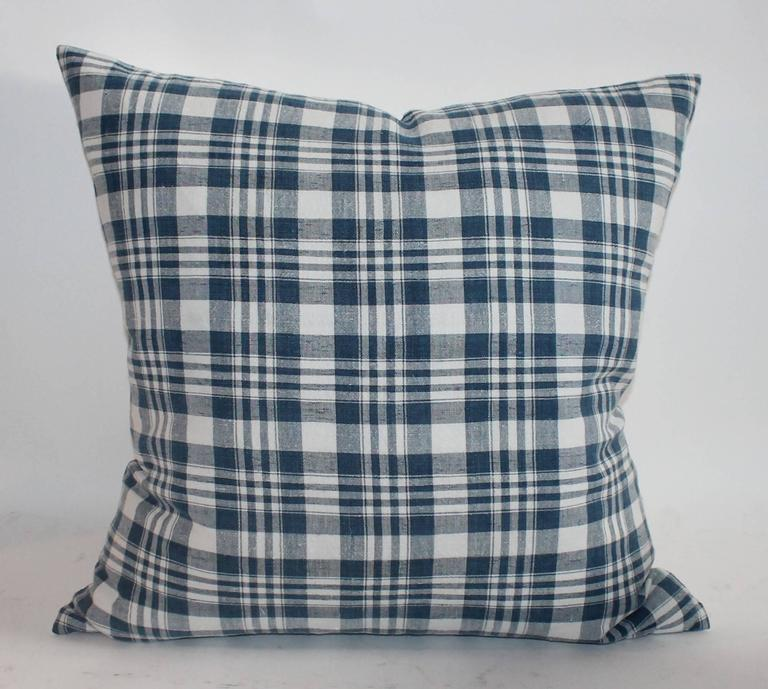 American 19th Century Blue and White Homespun Linen Pillows For Sale