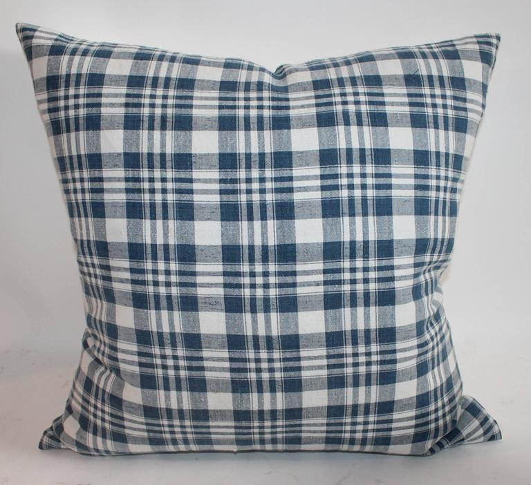 Hand-Crafted 19th Century Blue and White Homespun Linen Pillows For Sale