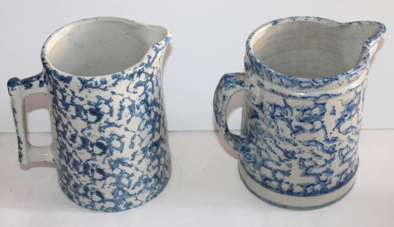 American Pair of 19th Century Sponge Ware Pottery Pitchers For Sale