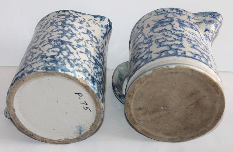 Hand-Crafted Pair of 19th Century Sponge Ware Pottery Pitchers For Sale