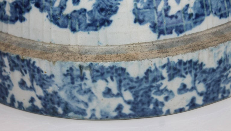 Hand-Painted Sponge Ware Pottery or 19th century Bean Pot For Sale